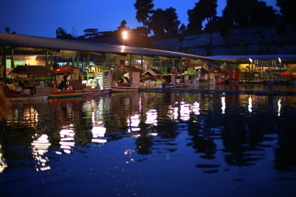 Floating Market Lembang at night