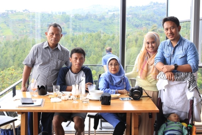 Full team at Lawang Wangi